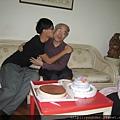 兒子給爸爸愛的抱抱