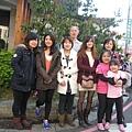 2013.02.17日月湖日本料理店前合影