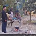 義診當地村落很貧窮,可見多數居民用石頭架著升火煮飯。
