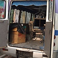 這是阮叔叔在combodua 設置的流動診療所。車子內部的診療台式固定在車子內。