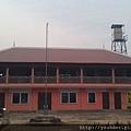 這是阮叔叔在當地蓋的工作處,一樓正中是當地孩童上課的教室,2樓有四間房間就是我們晚上的住處。
