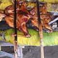 當地烤雞是用竹子把雞壓得扁扁的,好可愛。