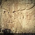 牆上的壁畫是紀錄宋朝時中國的人來幫忙打仗。畫中長耳朵的代表當地人,只要是短耳朵的都是外來民族