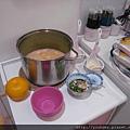 這鍋玉米濃湯是這場派對中唯一本人親手精心烹調,不只用料實在,更有著我對你們滿滿的愛心、與關心。要珍惜喔!.jpg