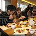 每個人都盡情享用大餐.jpg
