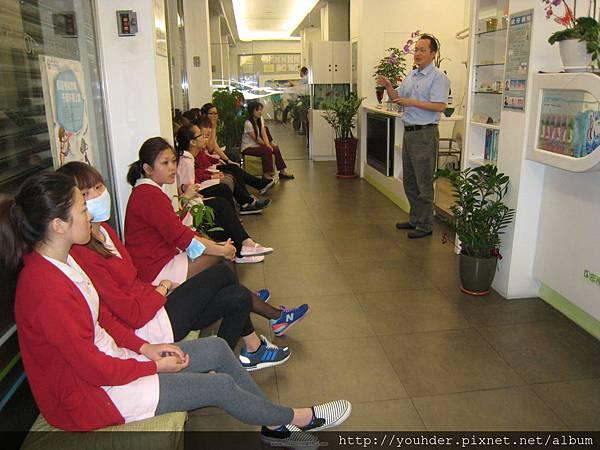 志鈴醫師就上次X片上課後進行比賽的評選標準做說明.jpg