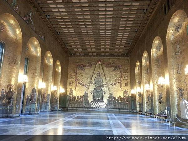 瑞典斯德哥爾摩的市政廳內用馬賽克拼成的金廳-2.16早上行程-7.jpg