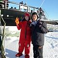 三寶破冰船,準備去穿龍蝦裝了。2015.02.18-1.jpg
