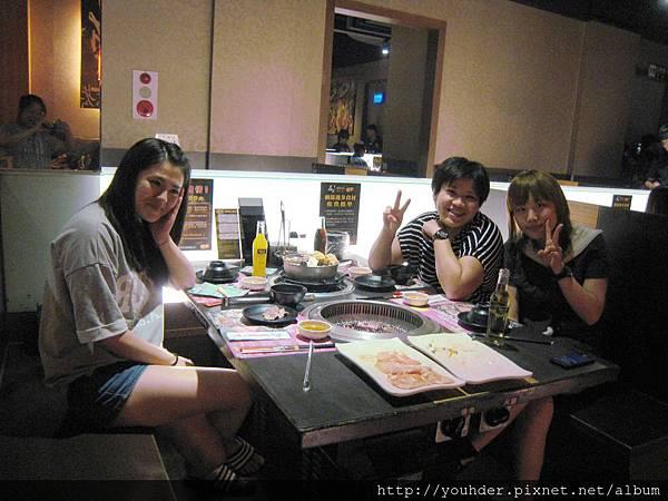 診所提前慶祝中秋節,石頭烤肉聚餐。2015.09.19.jpg