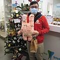 蘇醫師和他的新朋友--粉紅小兔子。.jpg
