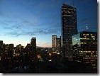 20160202_到達西雅圖的第一晚可能是時差關係,幾乎睜眼到天亮,站在落地窗前看了一晚不眠的西雅圖夜景,更深刻體會何為西雅圖夜未眠?