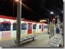 20160205_飛機抵達班夫國家公園附近的Calgary城市,由旅行社接送先入住當地旅館休息。全家晚餐後決定搭電車去市區逛逛。-6