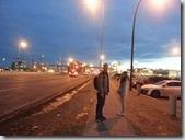 20160205_飛機抵達班夫國家公園附近的Calgary城市,由旅行社接送先入住當地旅館休息。全家晚餐後決定搭電車去市區逛逛。-5