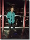 20160205_參觀Calgary城市地標Calgary  Tower。大家在塔頂的玻璃地板上留影,挑戰自己的膽量。-3