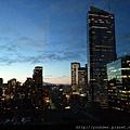 20160202_到達西雅圖的第一晚可能是時差關係,幾乎睜眼到天亮,站在落地窗前看了一晚不眠的西雅圖夜景,更深刻體會何為西雅圖夜未眠?.jpg