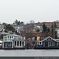 20160203_『DUCK』駛入海上,由海上看岸上風光。導覽人員說現在舉目所見臨海面的房子動則台幣上億,以前這些地方是窮人家住的,現在卻是非富即貴,可見風水輪流轉。-3.jpg