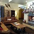 20160204_我們入住Leavenworth小鎮的旅館〈Bavarian Lodge〉。接待區有許多可愛的小熊。-4.jpg