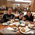 20161230_義大黃家的自助晚餐就是今年的尾牙。大家好好享用吧!20.jpg