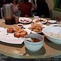 20170101_第3天中餐是道地的台南小吃,不好醫思吃了一半才想到沒照相做記錄。好吃,給個讚。.jpg