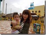 20161230_雯萱抱起小孩架式十足,是不是準備好可以當媽媽了?