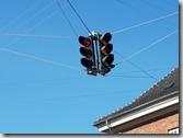 20170823_用電線吊掛紅綠燈也是不錯的點子。