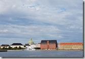 眺望阿美琳堡皇宮,目前皇室居住地,國旗升起表示有人在家。