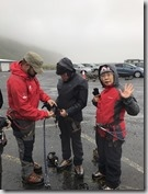 20170827_到了冰川才可以將導遊幫忙檢查裝備。