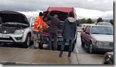 20170829_車子壞了,請旁邊工作的冰島朋友幫忙。