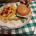 20170824_中午在機場用漢堡當午餐,很貴的。.jpg