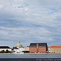 眺望阿美琳堡皇宮,目前皇室居住地,國旗升起表示有人在家。.jpg