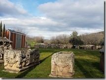 20180102_124833阿芙羅迪西亞古城入口處是許多石棺。