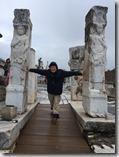 20180103_150455艾菲索斯古城30--我是大力士。1