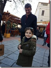20180106_142620加拉達塔旁買麥芽糖的小女孩
