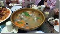 20180611_143335中午兩點半用午餐,清燉羊肉,對於不吃羊肉的我,新疆旅程標榜的風味餐,都只能看不能吃。。