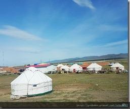 20180615_102108由布爾津往克拉瑪依,沿途可見許多風力發電機。還有隨處放牧的牛羊。和蒙古包。