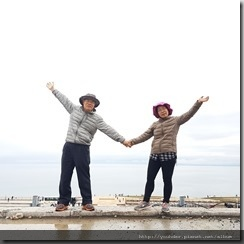 20180616_162429爬上成吉思汗點將台半途的平台,我們背後就是賽里木湖。