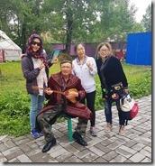 20180617_151658哈薩克民族家訪--和彈冬布拉的男主人、導遊小張、大陸地陪小馬。1