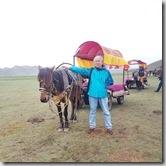 20180618_144331郭醫師超過60歲無緣騎馬只能坐在馬車上繞場一圈。