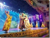 20180619_203538新疆國際大巴扎廣場晚上自助餐後的新疆歌舞表演,只看30分鐘就去趕飛機了。