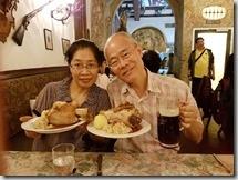 20190424_192348晚餐在羅騰堡中世紀餐廳--行程中的第一支豬腳,大家都不太捧場。1