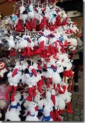 20190425_172152這裡街上到處都賣送子鳥的玩偶