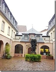 20190426_091305巴羅第(Auguste Bartholdi)博物館前廣場