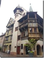 20190426_090737聽說或爾的移動城堡就是裩據這棟建築物發想出來的1--自己拍的沒變造