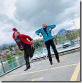 圖恩湖邊韓大哥和先生來場武功較勁,玩得不亦樂乎--這種超高技巧的照相是團員的傑作