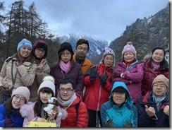 1556742057716清晨就起來瞻仰馬特洪峰美景的團員即使看不到也要一起照個相