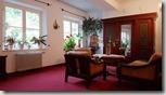 20190503_073646國王湖家庭式旅館內有許多像這樣溫馨的小起居空間