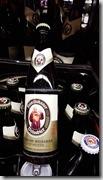 20190503_182618小僧侶的啤酒一手拿聖經一手拿啤酒
