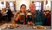 20190503_192359行程中的最後一餐是在慕尼黑啤酒館吃德國豬腳和喝德國啤酒1