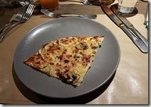 20190425_192501晚餐是柯瑪米其林推薦料理--前菜是披薩