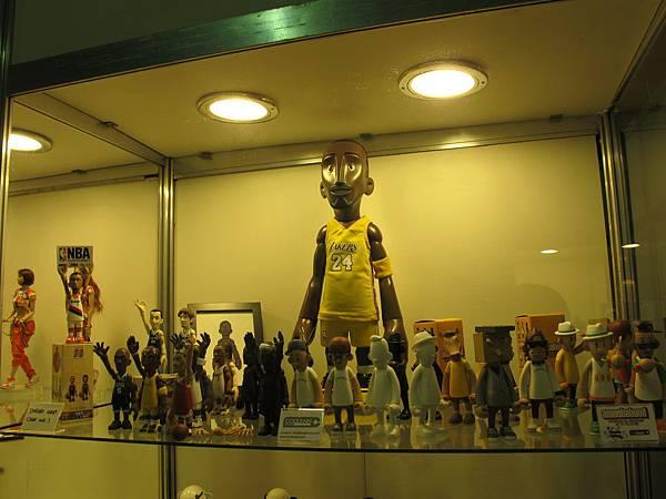 許多NBA球員公仔區。